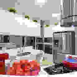Casa Villa Cozinhas modernas por Designer de Interiores e Paisagista Iara Kílaris Moderno Mármore