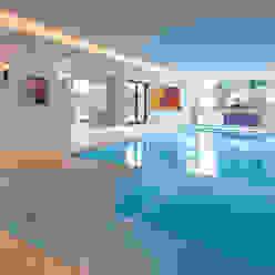 Modern pool by HUBER NATURSTEIN bei München Modern Limestone