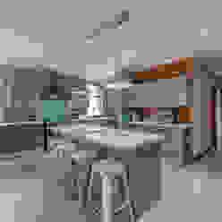 Kitchen:  Kitchen by OLIVEHILL Architects,