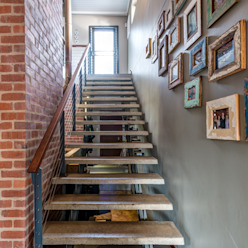 Stairs:  Corridor & hallway by OLIVEHILL Architects,
