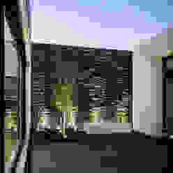 CASA AGR homify Balcones y terrazas modernos