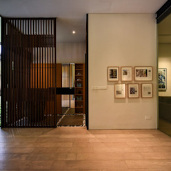 GG邸 モダンスタイルの 玄関&廊下&階段 の Sen's Photographyたてもの写真工房すえひろ モダン