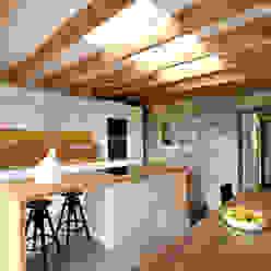 Miner's Cottage I Kitchen design storey Cocinas de estilo ecléctico