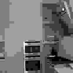 cucina su misura in rovere sbiancato Frigerio Paolo & C. CucinaContenitori & Dispense Legno