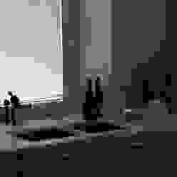 cucina in rovere con piano in bianco carrara Frigerio Paolo & C. CucinaPiani di lavoro Legno