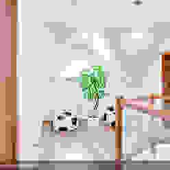 現代風玄關、走廊與階梯 根據 Biuro Projektów MTM Styl - domywstylu.pl 現代風