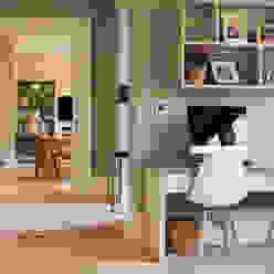 Classical elegant frontage with a more relaxed facade towards the sea Des Ewing Residential Architects Estudios y despachos de estilo clásico