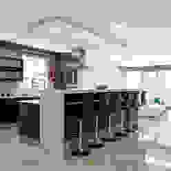 Ultra modern FRANCOIS MARAIS ARCHITECTS Modern kitchen