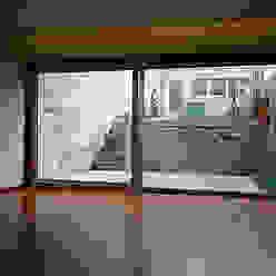 """Casa J+L (em colaboração com o Gabinete """"Esquissos 3G"""") Ricardo Baptista, Arquitecto Salas de estar modernas"""