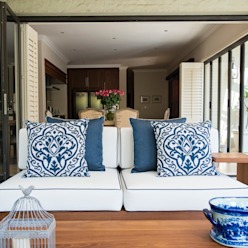 Outdoor covered patio:  Patios by Tru Interiors,
