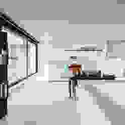 Nijsten - Vandeput Moderne woonkamers van Architectenbureau Dirk Nijsten bvba Modern