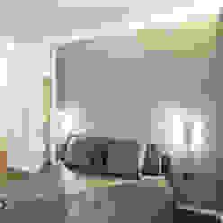 Minimalistyczna sypialnia od PLUS ULTRA studio Minimalistyczny