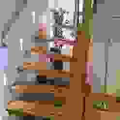 Corredores, halls e escadas modernos por Studio Kuin BNI Moderno Madeira Acabamento em madeira