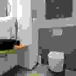 Designer Gäste WC Moderne Badezimmer von StageBella Modern Fliesen