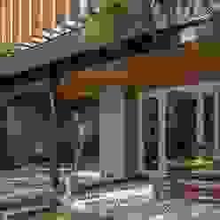 Casa Granada Balcones y terrazas modernos de Thomas Löwenstein arquitecto Moderno Madera Acabado en madera