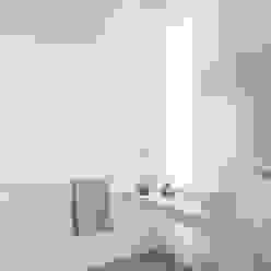 destilat Design Studio GmbH Modern bathroom