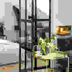 37 mq intelligenti Soggiorno in stile scandinavo di Design for Love Scandinavo