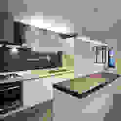 Modern Kitchen by 맥퍼니컬러스 Modern