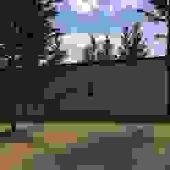 Vivienda unifamiliar en el bosque Casas modernas: Ideas, imágenes y decoración de JOM HOUSES Moderno Ladrillos