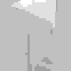 Ingresso, Corridoio & Scale in stile minimalista di PSB arquitectos Minimalista