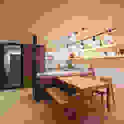Modern Dining Room by 디자인투플라이 Modern