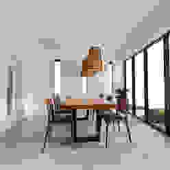노후된 주택 리모델링 디자인-다이닝 룸 디자인 모던스타일 다이닝 룸 by 디자인 이업 모던 솔리드 우드 멀티 컬러