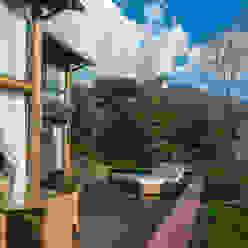 Casa na montanha.: Terraços  por Giselle Wanderley arquitetura,