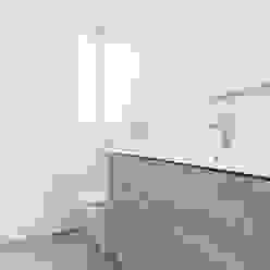 Baño con bañera Baños de estilo moderno de Casas inHAUS Moderno Cerámico