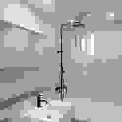 모던 빈티지 스타일의 따뜻한 집, 방배동 신호 나이스 38평 미니멀리스트 욕실 by 홍예디자인 미니멀