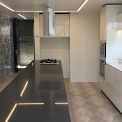 Casa DLP 2712 / asociados Cocinas de estilo moderno