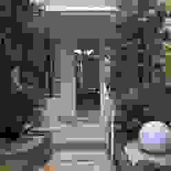 Acesso Casa por StudioTrans.Forma Moderno Pedra