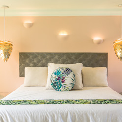 homify Modern style bedroom Multicolored