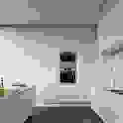 Moradia Unifamiliar - Gondomar - Tipologia T3 Cozinhas modernas por Esboçosigma, Lda Moderno