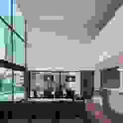 Casa de Gafarim Cozinhas modernas por Tiago do Vale Arquitectos Moderno Madeira Acabamento em madeira