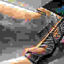 Moreno Licht mit Effekt - Lichtplaner Lojas e Espaços comerciais eclécticos Metal Metalizado/Prateado