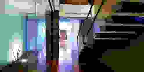 Hall Distribuição - Augusta House Risco Singular - Arquitectura Lda Corredores, halls e escadas minimalistas