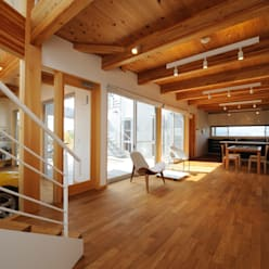 K-house リビングダイニング: 株式会社 森本建築事務所が手掛けたリビングです。
