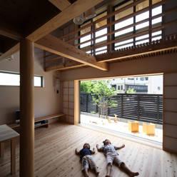 リビング: 芦田成人建築設計事務所が手掛けたリビングです。