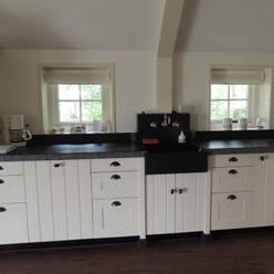 combinatie front model Elzas en model Spinnerij.:  Keuken door de Lange keukens