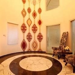 NEMI VILLA:  Corridor & hallway by INNERSPACE