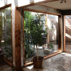 Corridor & hallway by ALIWEN arquitectura & construcción sustentable - Santiago