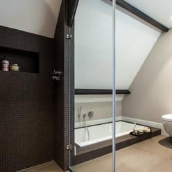 Badkamer:  Badkamer door Bob Romijnders Architectuur & Interieur