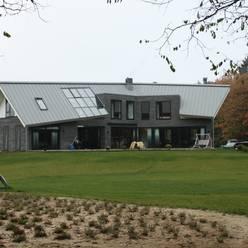 Modern Landhuis:  Huizen door Architectenbureau Jules Zwijsen