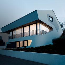 OLS HOUSE - new 4-person family home near Stuttgart J.MAYER.H Moderne Häuser