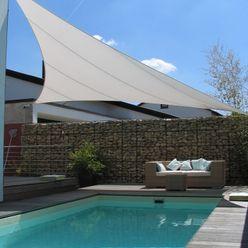 Sonnensegel über Pool Lounge aeronautec GmbH Moderner Balkon, Veranda & Terrasse Weiß