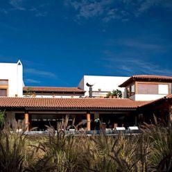 fachada al campo de golf Taller Luis Esquinca Casas estilo moderno: ideas, arquitectura e imágenes