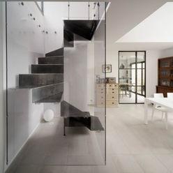Escalier BOX PLEXI Atelier MaDe Couloir, entrée, escaliers minimalistes