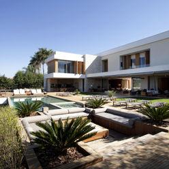 Residência Quinta da Baronesa Débora Aguiar Jardins modernos