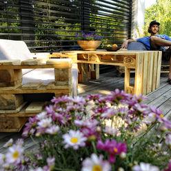 Das Sofa Hermann und der Tisch Pepi palettenmoebel.at Balkon, Veranda & TerrasseMöbel