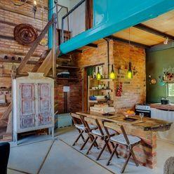 Ferraro Habitat Rustic style living room